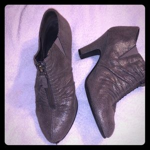 Shoes - Comfortable brown booties